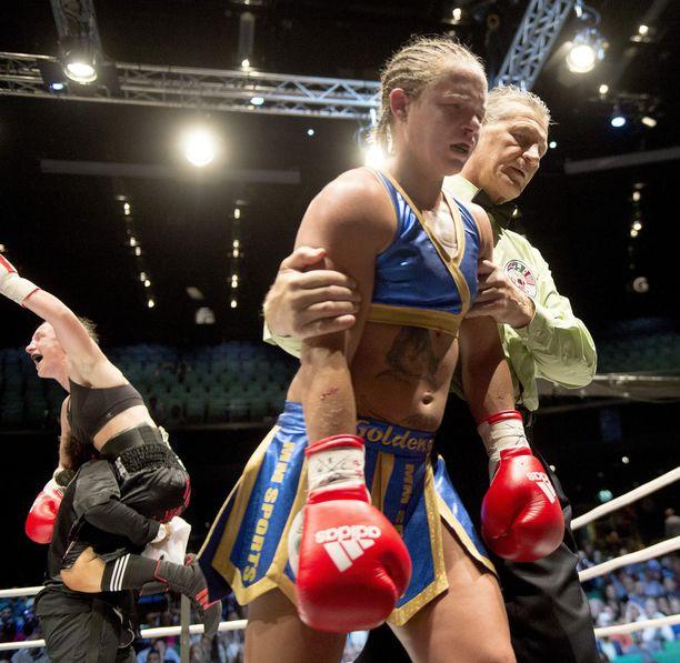 Frida Wallbergin viimeinen ottelu päättyi aivovammaan.