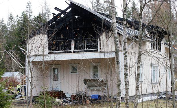 Talon ylin kerros tuhoutui tulipalossa pahasti.