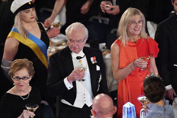Kuningas Kaarle Kustaa XVI kohotti maljan.