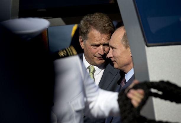 Vuonna 2013 presidentit seilasivat yhdessä Naantalin Kultarannasta Turkuun.