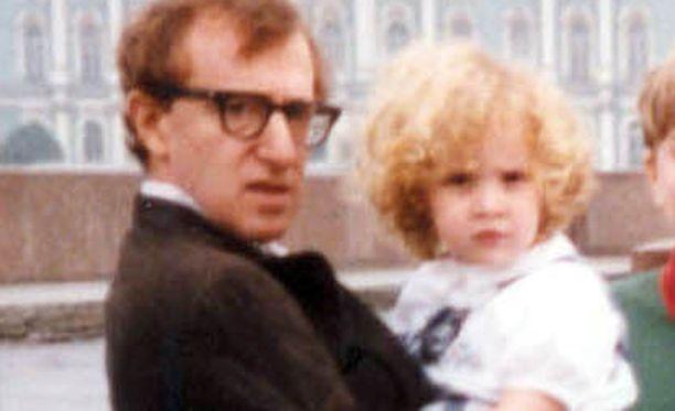 Woody Allen ja hänen tyttärensä kuvattuna Leningradissa 1990-luvun alkupuolella.