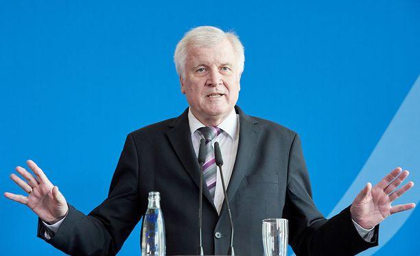 Horst Seehofer tapaa liittokansleri Angela Merkelin vielä kerran ennen lopullista eropäätöstä sisäministerin virasta.