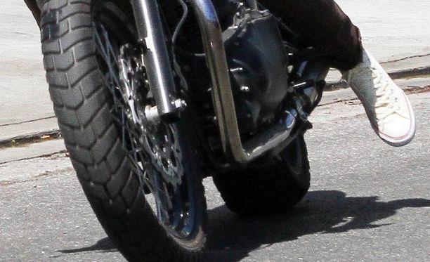 Pohjanmaalla Vöyrissä moottoripyöräilijä on loukkaantunut pahoin törmättyään autoon. Kuvituskuva.