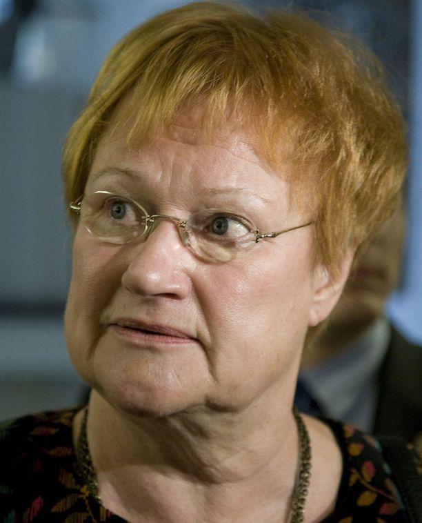 Tarja Halonen kampitti Martti Ahtisaaren yrityksen toiselle virkakaudelle. Nobelisti kertoo elämäkerrassaan, ettei hän suostunut SDP:n ohjaukseen.