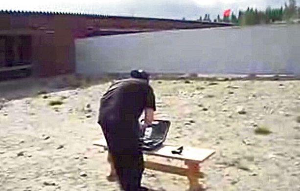 Matti Juhani Saarta kuulusteltiin maanantaina hänen internetissä julkaisemiensa videoiden johdosta.