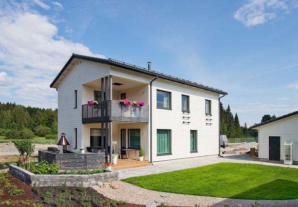 Asuntomessujen asiantuntijaraati valitsi pihan messujen parhaaksi pihaksi. Talossa on asuintilaa 169 neliötä ja siitä pyydetään 549 000 euroa.