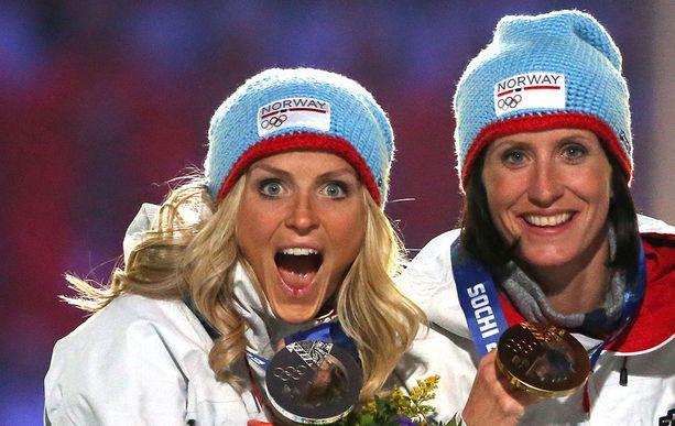 Therese Johaug (vas.) ja Marit Björgen ovat molemmat keränneet miljoonien eurojen omaisuuden.