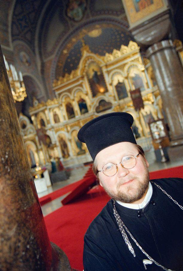 Isä Mitro nousi puhelahjoillaan valtakunnanjulkkikseksi - ja puheillaan hän myös on kolhinut julkisuuskuvaansa. Kuva vuodelta 1998.