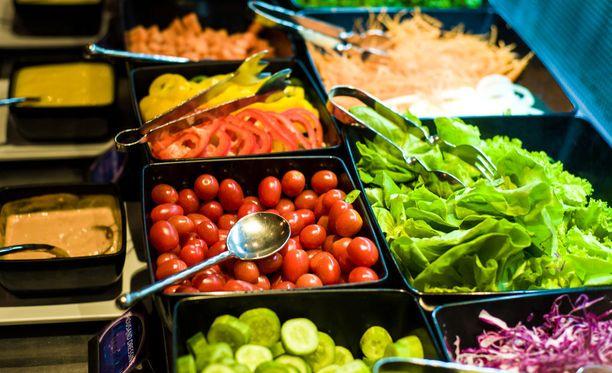 Salaattibaarin kosteus voi houkutella pöpöjä.