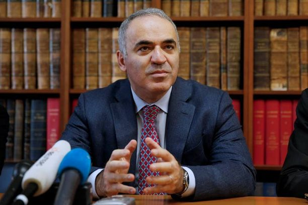 Shakkimestari Garri Kasparov on paennut Venäjältä.