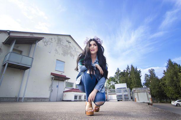 Diandran uusi kappale on nimeltään Koti.