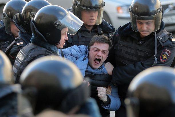 Moskovan mielenosoitukseen osallistui 7 000-8 000 ihmistä, mikä teki siitä suurimman Venäjällä vuosikausiin. Kreml on tuominnut mielenosoitukset provokaatioiksi ja laittomiksi.