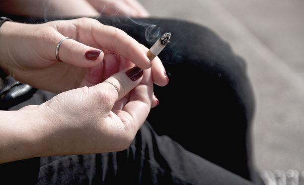 Jopa 80 alaikäistä oli ostanut nuoren miehen kautta tupakkaa ja alkoholia.