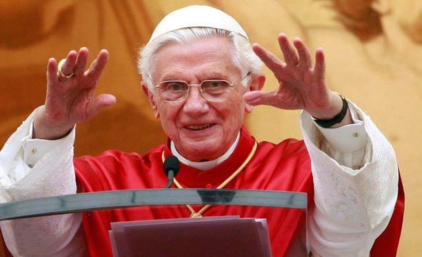 Paavi Benedictus XVI saattaa piipahtaa vierailulla Suomessa.