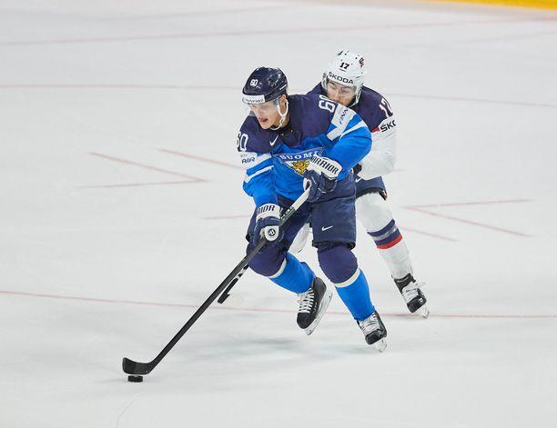 Julius Honka pelasi leijonapaidassa MM-kiekkoa sekä 2017 että 2018.