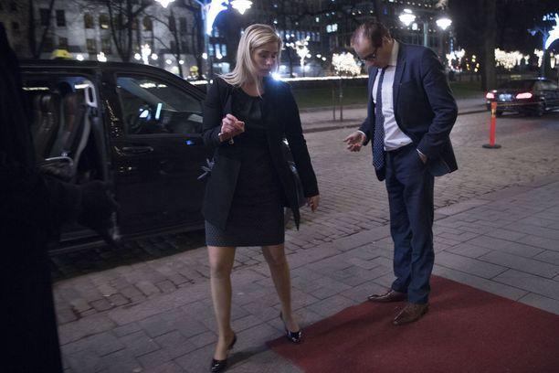Linnan jatkoilla nähtiin dramatiikkaa, kun Heikki Lampelan rakas Hanna Kärpänen heitti kihlasormuksensa ojaan.