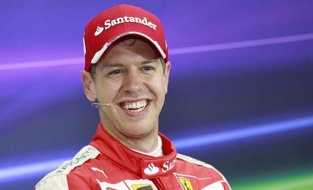 Sebastian Vettel nauratti taas toimittajia.
