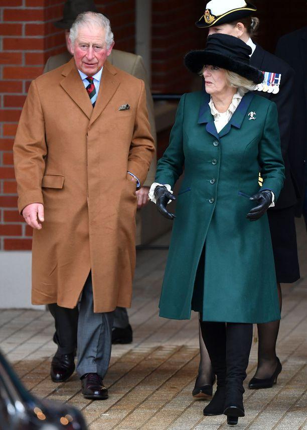 Walesin prinssi Charles on vetäytynyt vaimonsa kanssa kotiin.