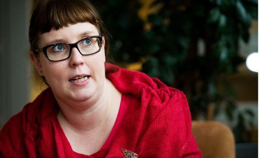 Merja Kyllönen murjaisi vitsin Timo Soinista.