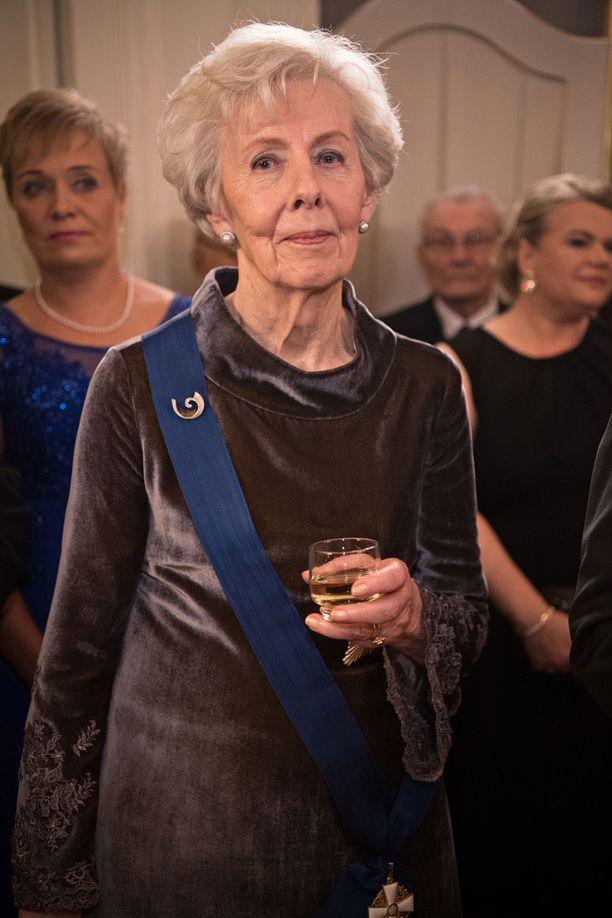 Tellervo Koivisto osallistui Linnan juhliin Assi-tyttären houkuttelemana.