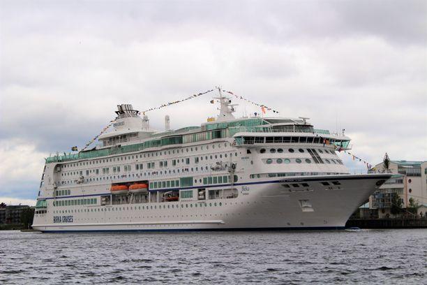 Yhtiö on liikennöinyt Tukholman ja Maarianhaminan väliä Birka Stockholm -aluksella.