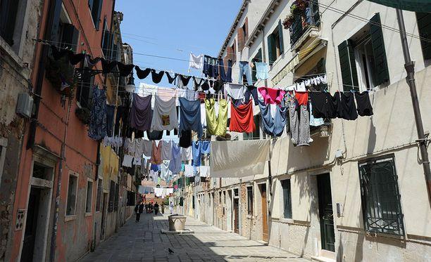 Ulkona kuivuvat pyykit saattavat olla jollekin liikaa, jos asuu Colytonissa.