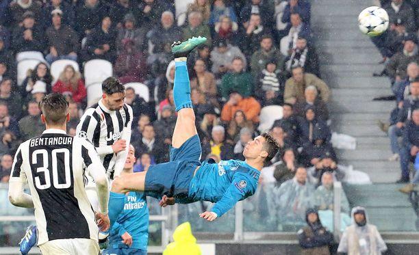 Cristiano Ronaldo sai saksipotkumaalillaan monet haukkomaan henkeään.