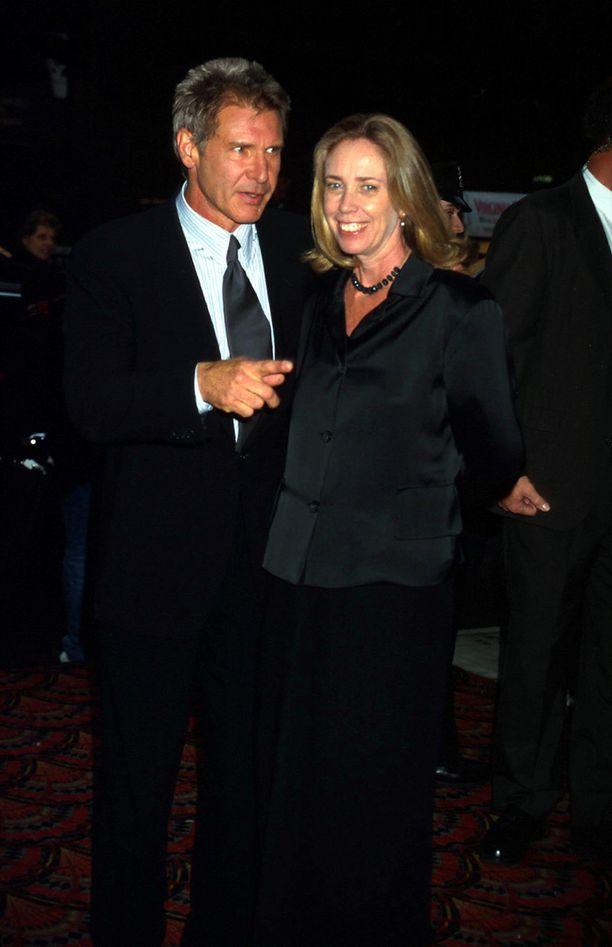 Mathison tapasi Harrison Fordin vuonna 1976 ja pari ehti pitää yhtä 25 vuotta. Eron syyksi on kerrottu Fordin lukuisat naissuhteet.