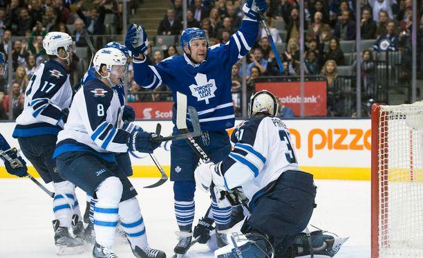 Leo Komarov on aloittanut kauden erinomaisesti Torontossa.