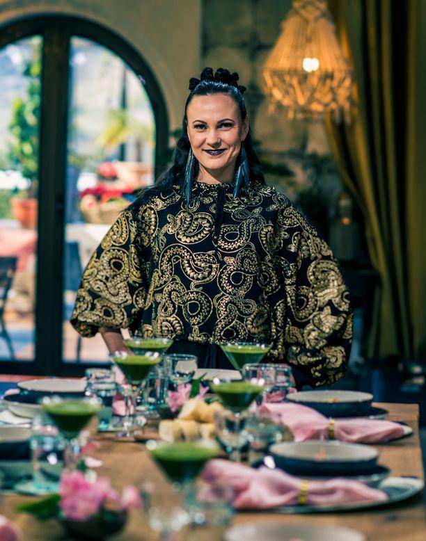 Mira Luoti emännöi tällä viikolla lounasta ja illallista Mondan linnassa.