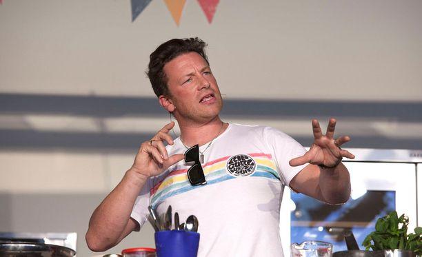 Jamie Oliverin uusi kirja Superruokaa ilmestyy lokakuussa.