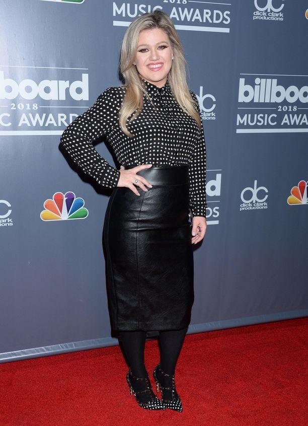 Kelly Clarkson on laihtunut 17 kiloa ilman liikuntaa. Tuoreista kuvista painonpudotus näkyy.