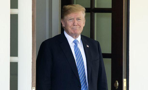 Yhdysvaltain presidentti Donald Trump kertoi maanantaina haastatelleensa neljää kärkiehdokasta maan korkeimman oikeuden jäseneksi.