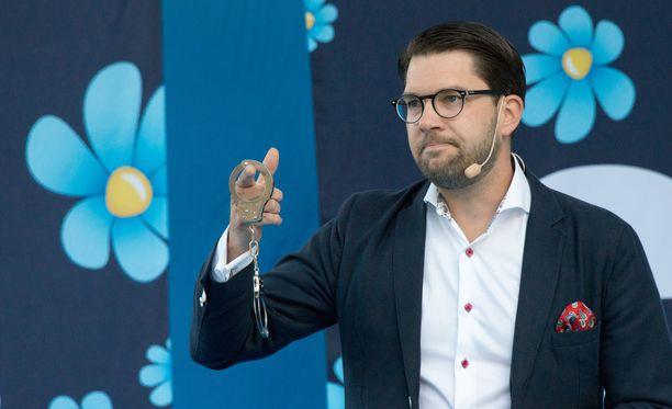 Jimmie Åkessonin (arkistokuvassa) linjaus SVT:n boikotoimisesta vaali-iltana on ennenkuulumaton.
