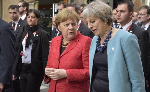 Merkel ja May kuvattuna Maltalla.