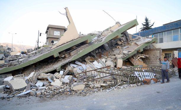 Maanjäristyksen romauttama talo Sulaymaniyahissa Irakissa.
