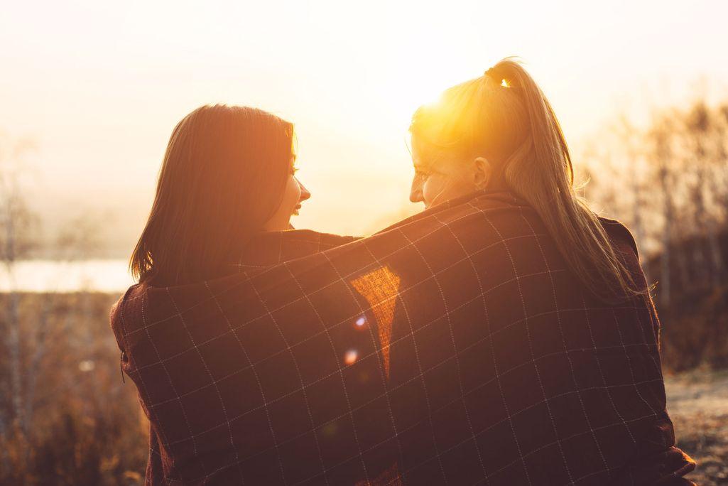 Salla ei ollut katkera poikaystävänsä salarakkaalle. Päinvastoin, yhteinen ikävä kokemus johti lopulta syvään ystävyyteen. Kuvituskuva.
