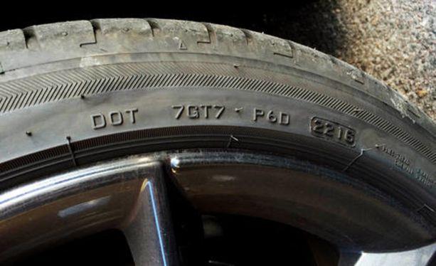 DOT-merkinnän neljä viimeistä numeroa kertovat renkaan valmistusviikon ja -vuoden. Tässä tapauksessa viikko 22 vuonna 2016.