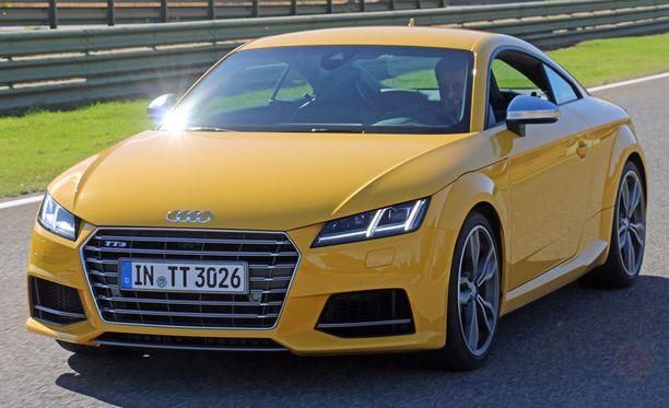Uudessa Audi TT:ssä tutut olympiarinkulat on siirretty maskista konepellin päälle kuten Audi R8ssä.
