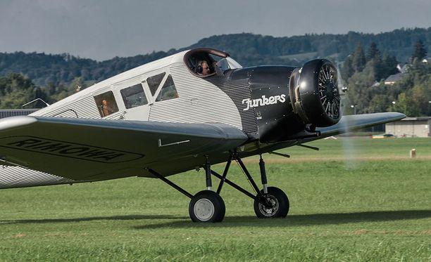Dieter Morszeck sai kunnian ohjata jälleenrakennetun koneen neitsytlentoa.