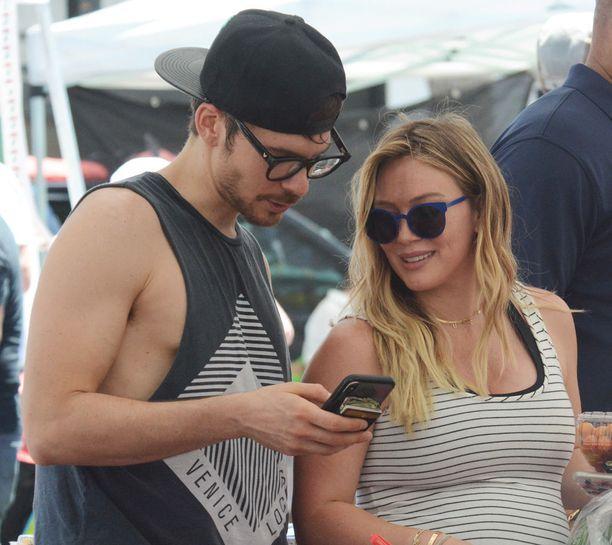 Hilary Duff laulajapuoliso Matthew Koman kanssa Los Angelesissa 16. heinäkuuta.
