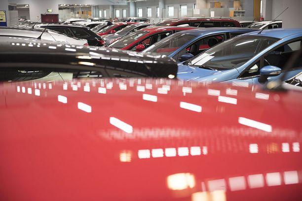 Uusien autojen hankintaveroa alennetaan jo kolmatta vuotta peräkkäin, mutta alennukset ovat olleet melko pieniä.