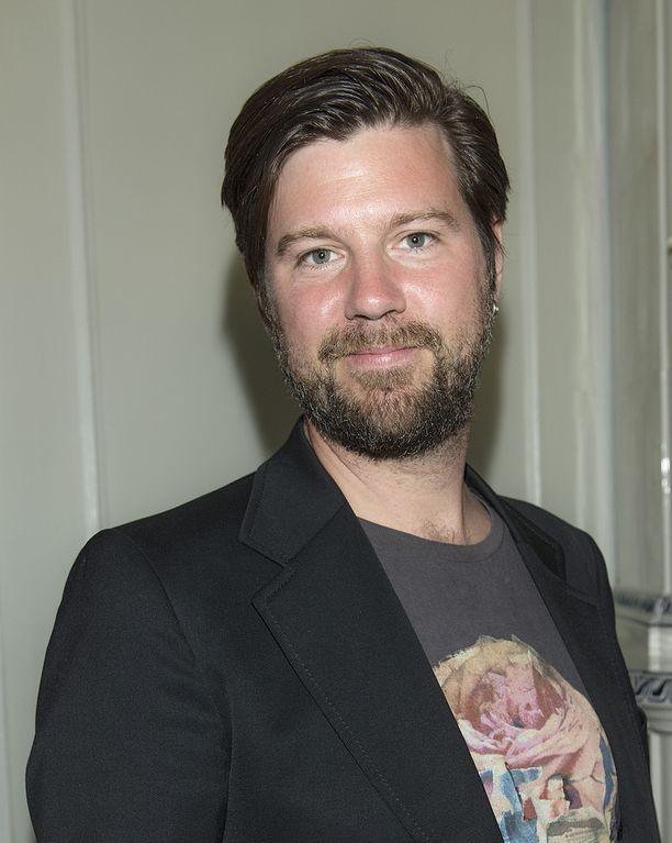 Velipuoli Anton Körberg yritti saada Aviciitä innostumaan rokista.