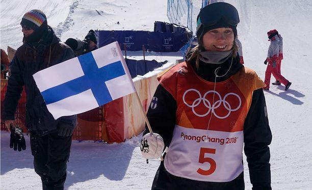 Toinen mitali putkeen! Enni Rukajärvellä oli taas syytä hymyyn olympialaisissa.