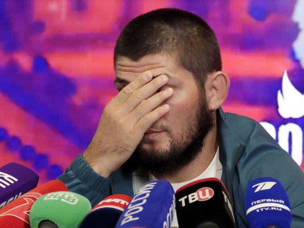 Habib Nurmagomedov pääsi punnituksesta kuin koira veräjästä.