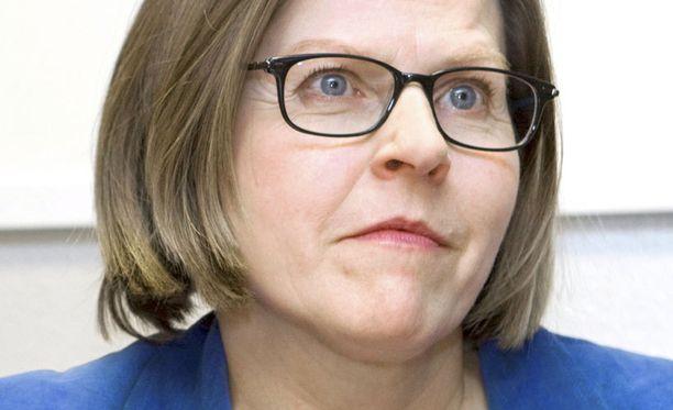 Ministeri Heidi Hautala ohjaa Finnairia vaistojensa varassa luottaen vahvasti toimitusjohtaja Mika Vehviläisen visioihin.