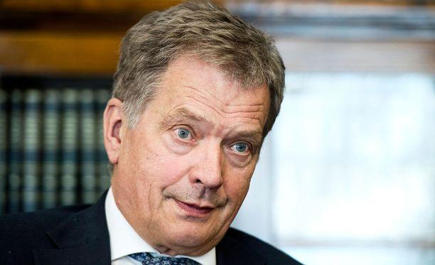 Noin 40 prosenttia suomalaisista pitää presidentin sisäpoliittisia valtaoikeuksia liian pieninä, selviää Maaseuden tulevaisuuden teettämästä kyselystä.