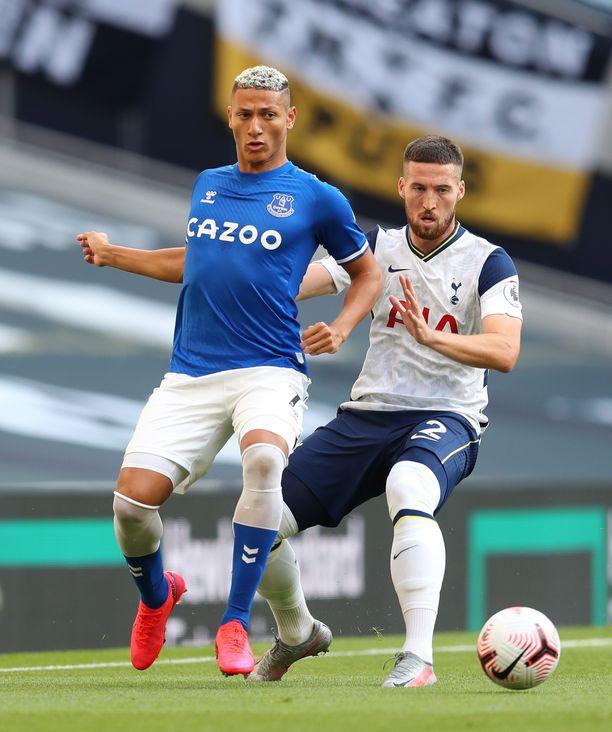 Richarlisonin (vas.) johtama Everton haki pisteet Tottenhamin kotinurmelta.