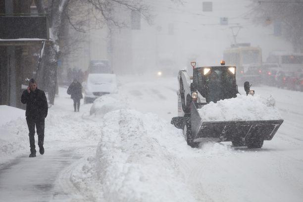 Esimerkiksi Antin-päivän myräkkä marraskuussa 2012 toi Etelä-Suomeen runsaasti lunta.