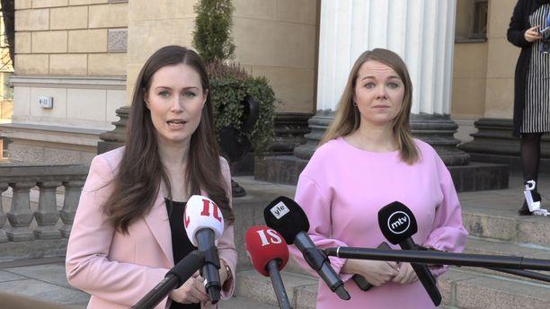 Pääministeri Sanna Marin (sd) ja valtiovarainministeri, keskustan puheenjohtaja Katri Kulmuni, ovat hallituksen keskeiset koronakriisin hoitajat.